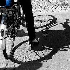 Fiets met klein blauw (Rainer ❏) Tags: blue bicycle blauw belgium belgie antwerp blau lightandshadow fahrrad antwerpen anvers fiets september2010 rainer❏