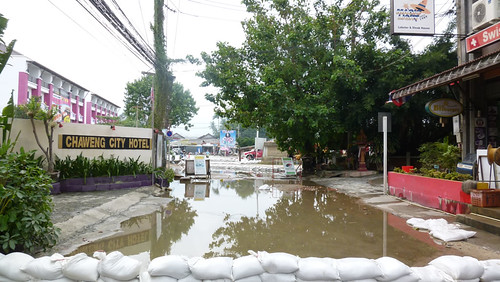 Koh Samui after storm-near laemdin market サムイ島集中豪雨後0