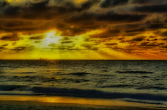 ship horizont (joesch4) Tags: sea sun am sand meer ship sonnenuntergang sundown wolken nordsee schiff voor piraat horizont pirat wellen grimbergen oostkapelle grimberge