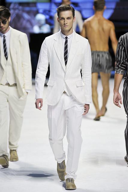 Florin Sopcu3033_SS11_Milan_Dolce & Gabbana(VOGUEcom)