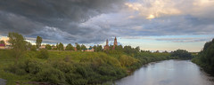 changes (Sergey S Ponomarev) Tags: sergeyponomarev canon eos 70d ef24105f40l nature natura village country rural ilyinskoe kirov vyatka russia russie north europe summer landscape paesaggio paysage river flow clouds drama hdr highdynamicrange church bank house evening sunset 2017 june giugnio changes сергейпономарев пейзаж село деревня ильинское облака погода север лето перемены церковь берег река вечер закат панорама panorama