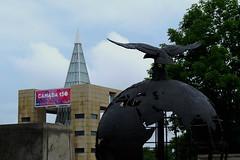 The Ottawa Memorial globe on Green Island in Ottawa, Ontario (Ullysses) Tags: ottawamemorial greenisland ottawa ontario canada summer été airforcesofthecommonwealth oldcityhall canada150