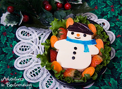 Frosty the Snowman Bento (pikkopots) Tags: christmas olive strawberries ham sandwich lettuce carrot bento