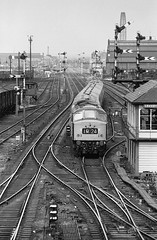 Leicester Midland North box 1975 (loose_grip_99) Tags: uk england station train blackwhite br noiretblanc leicester peak railway trains signals 1977 railways londonroad midland semaphore signalbox sulzer lms britishrailways type4 class45 1coco1