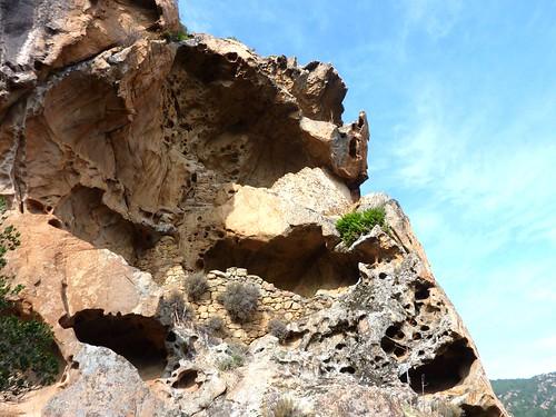 Vire du Castellu : les ruines médiévales et leurs 3 étages depuis la vire
