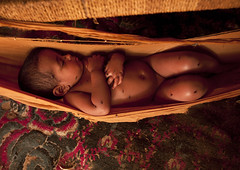 Sleeping baby and flies - Saudi Arabia (Eric Lafforgue) Tags: poverty portrait baby childhood youth child sleep interieur fulllength jeunesse arabia innocence flies bebe rest inside enfant saudiarabia humanbeing oneperson repos ksa enfance hamac 00013 saudiarabien pauvrete arabie tihama colorpicture arabiasaudita kingdomofsaudiarabia  photocouleur  arabiesaoudite jizan photoenpied   suudiarabistan arabsaudi  etrehumain  saoediarabi arabiasaudyjska    ksa0013 jizaan