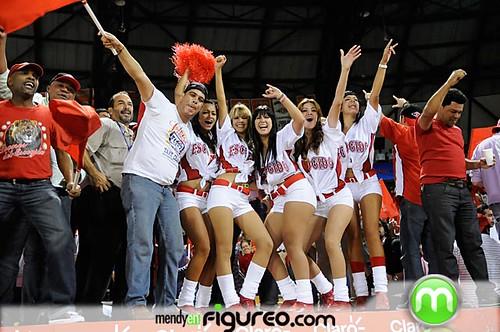 Las sexys bailarinas del Escogido celebrando su triunfo que los lleva al empate