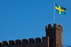 Swedish tower (Håkan Dahlström) Tags: blue tower azul skåne blauw sweden blu flag schweden swedish medieval bleu sverige blau 2010 helsingborg blå suéde kärnan svezia skånelän