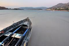 Chalana no portio de Quilmas II (Ronquete) Tags: praia mar nikon barca barco galicia galiza porto pindo auga carnota costadamorte chalana quilmas ronquete