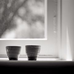cups (Tony Kearney) Tags: blackandwhite bw morninglight ceramics bokeh hasselblad cups 500c pottery atwork acros100 onwindowsill blackwhitephotos scannedfromneg lightsquaregallery fromthem