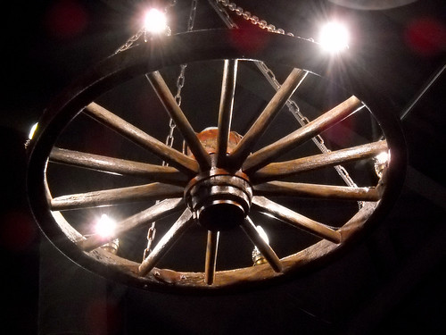 Wagon wheel light fixture