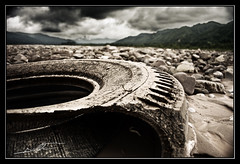 "serie ""Condicion humana"" (Ballesta.) Tags: nikon paisaje basura rueda contaminacion yala jujuy ballesta nikond60 ballestafacundo"