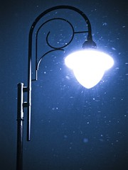 Street winter lamp / Uliczna lampa zim:) (raphic :)) Tags: street city blue winter light snow lamp night twilight poland polska lampa zima niebieski soe noc nieg miasto lublin wiato ulica zmierzch raphic abigfave mygearandmepremium