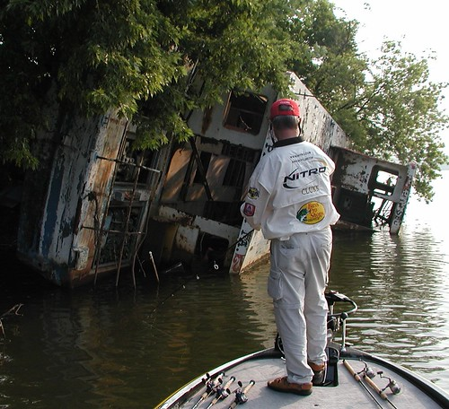 clunn7-27-05sunkenboatx