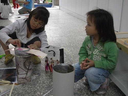 katharine娃娃 拍攝的 7製做環保燈籠中。