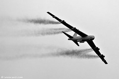 USAF B-52H Stratofortress RIAT 2009 (xnir) Tags: cold tattoo canon photography eos israel is war photographer force aircraft aviation air united royal international states boeing bomber strategic usaf nir riat  100400l stratofortress benyosef 100400 b52h xnir  photoxnirgmailcom