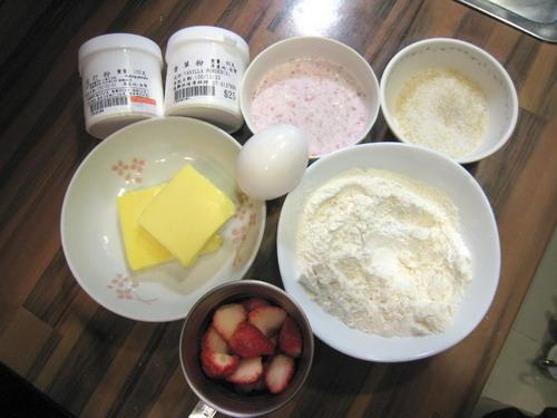 草莓瑪芬蛋糕材料