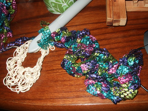 Ruffle of large ribbon yarn, with shine!