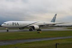 AP-BHV - 33778 - Pakistan International Airlines PIA - Boeing 777-340ER - Manchester - 081126 - Steven Gray - IMG_3670