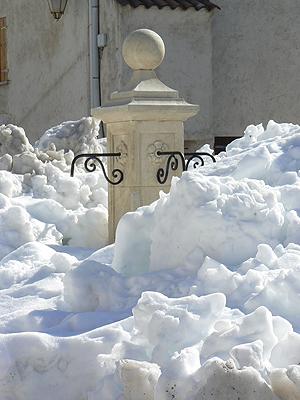 fontaine sous la neige.jpg