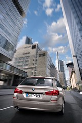 2011-BMW-5-Series-Touring-12