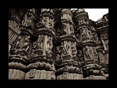 (Carol Mitchell) Tags: sculpture india monochrome architecture temple unesco hindu worldheritage khajuraho madhyapradesh archeaology