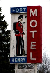 Fort Henry Motel (Will S.) Tags: signs ontario canada sign kingston mypics forthenrymotel