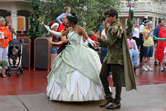 Tiana's Showboat Jubilee procession begins