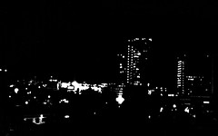 Mono (El Seor Cacomixtle) Tags: auto luz mxico mexico luces volvo df telfono autos javi javier mvil forlife ciudaddemxico defe turisteando javiere bassariscusastutus cacomixtle cuaza cuazanet javiersisisimo cuazanerd tomadasconelcelular seorcacomixtle monsieurcacomixtle muchogustosoyjavier cuazanert cacomixtles yoruedo