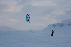 Haukeli (TrulsHE) Tags: winter white snow kite cold norway norge vinter cloudy cult 105 kiting dnt sn kiteskiing haukeli snowkiting naish kaldt hvitt overskyet fjellstue haukeliseter turistforeningen