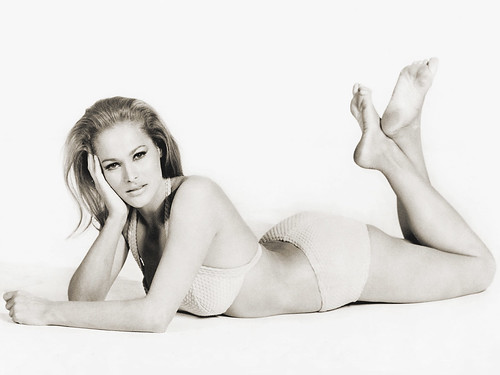 Ursula Andress computer wallpaper