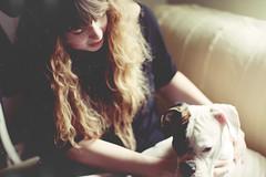 (Alícia Rey) Tags: dog white black blanco luz hair long perro bach blonde rubia boxer blanc laia gos medias pelo bonitas leggins pantenne
