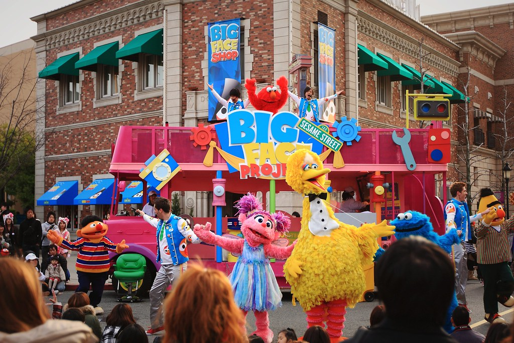 The World's Best Photos of elmo and universal - Flickr Hive Mind