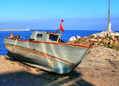 Kumsaldaki Sandal (Hseyin Baaoglu 2) Tags: sea landscape boat seaside sandal manzara tekne biga priapos karabiga pegai hseyinbaaolu huseyinbasaoglu