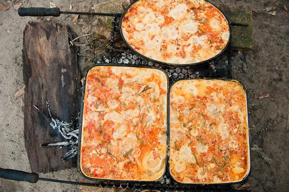 Chupín de manguruyú preparándose sobre parrilla y carbón, a punto de ser servido el viernes santo por la tarde, día en que se permanece en ayunas y se abstienen a comer carne vacuna. (San Pedro, Paraguay - Elton Núñez)