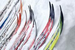 Uložení běžeckých lyží přes léto