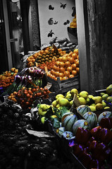 costosi (PaolaCerruto) Tags: red orange brown white black verde green fruits yellow price fruit rouge rainbow strawberry nikon market violet bn giallo caro bologna banane kg melon viola rosso frutta mercato arcobaleno paola bianco nero pomodoro arancione marrone lilla limon fragola tropea limoni cipolla mercatino pera fruttivendolo arance kilo fragole melone pomodorini costoso prezzo d5000 carovita cerruto totalphotoshop costosi paolacerruto