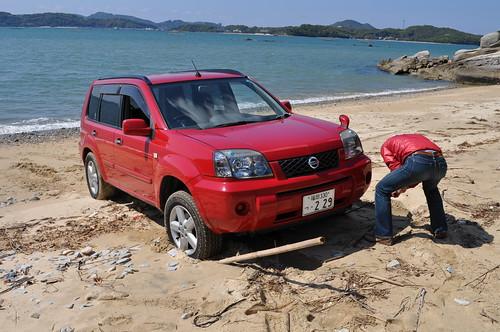 タイヤが砂に絡まって。。