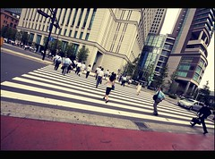 Don't drop behind (Fabio Sabatini) Tags: japan sigma   1020mm  salarymen  tky sararman  f456