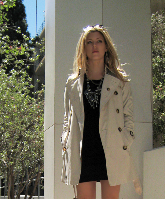 burberry trench coat+chandelier necklace