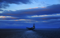 Maneuvering the Straits of Magellan (US Navy) Tags: ship military militar usnavy buque usscarlvinson ocano unitedstatesnavy ocea maneuver portaaviones straitsofmagellan