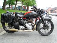 Triumph single (gueguette80 ... non voyant pour une dure indte) Tags: old bike mai single triumph british 2010 picardie motos motorrad somme anciennes anglaises monocylindre pontnoyelles