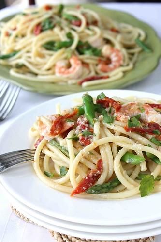 Shrimp, Sun-Dried Tomato & Asparagus Bucatini Recipe with White Wine & Garlic Sauce