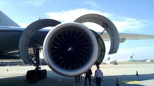 O tamanho do motor do Boeing 777