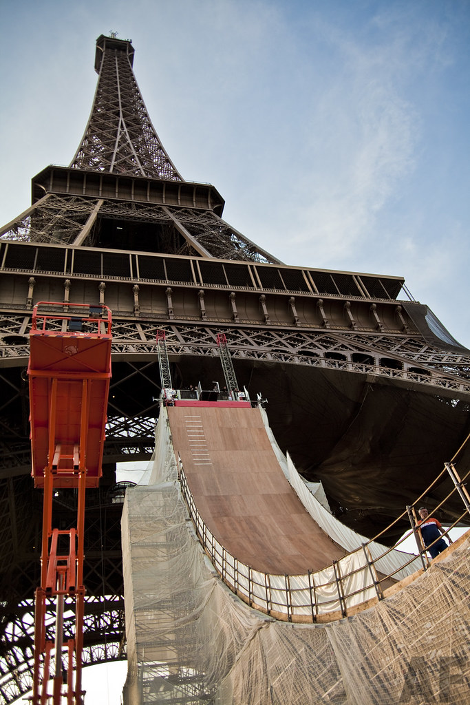 Taig Khris jumps Eiffel Tower ramp