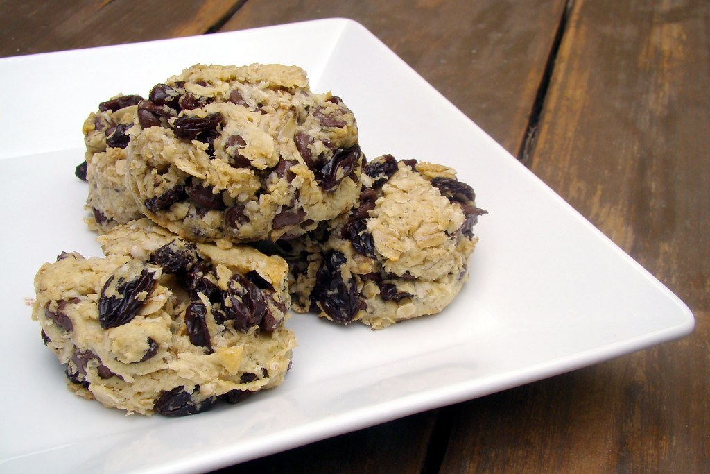 chocolate chip raisin cookies