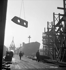 Dockyard scene as frame for keel is hoisted away from the wharf / Scne de chantier maritime o une ossature de quille est hisse  partir du quai (BiblioArchives / LibraryArchives) Tags: canada vancouver britishcolumbia wwii lac canadian worldwarii wharf frame canadians quai canadiens 1941 canadien bac secondworldwar dockyard keel canadienne quille libraryandarchivescanada canadiennes deuximeguerremondiale ossature bibliothqueetarchivescanada columbiebritannique nicholasmorant chantiermaritime