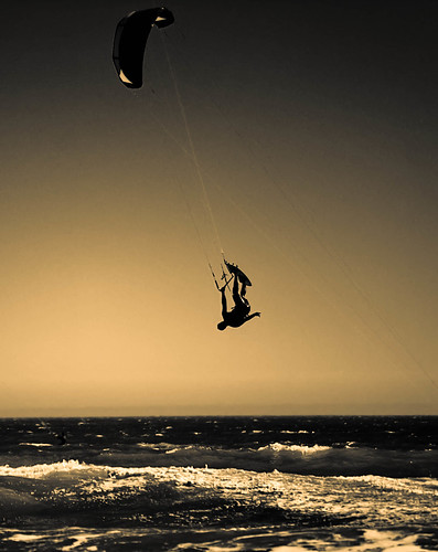 Kiteboarding : Sailing through the air