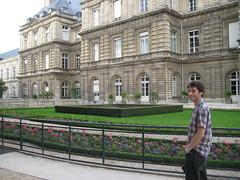 Dom et le côté du palais du Luxembourg