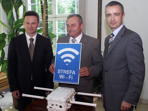 Pruszkow Mayor Jan Starzynski with Pawel Malak (Cisco) and Pawel Karlowski (BT)